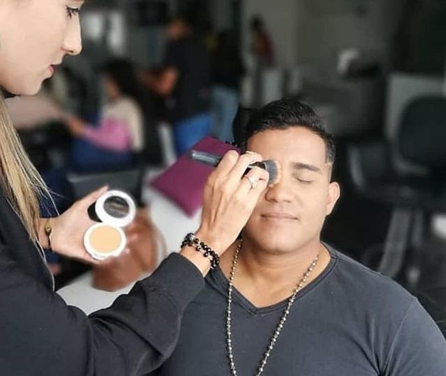 moda maquillaje para hombres